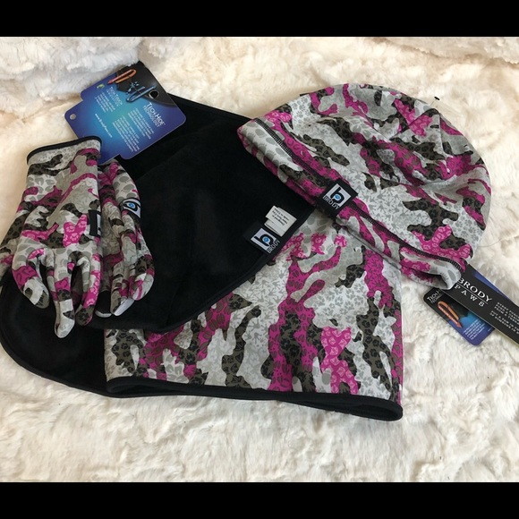 Brody Paws 3 Piece Set Hat Gloves Scarf Pink Camo 53f923c3cb44